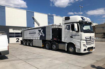 Cementdekvloeren vrachtwagen Ruijs Vinkel BV en DB Veghel Cementdekvloeren BV