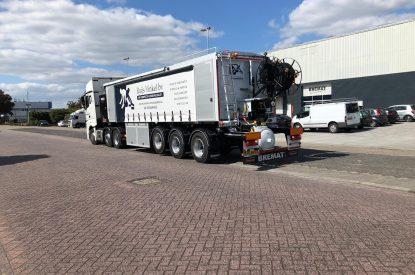 Cementdekvloeren vrachtwagen achterkant Ruijs Vinkel BV en DB Veghel Cementdekvloeren BV